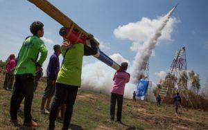 タイ ロケット祭り – 愛と青春の...